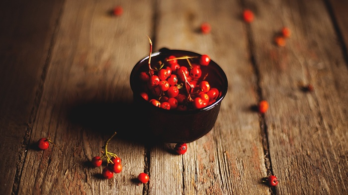 wooden surface, depth of field, cherries