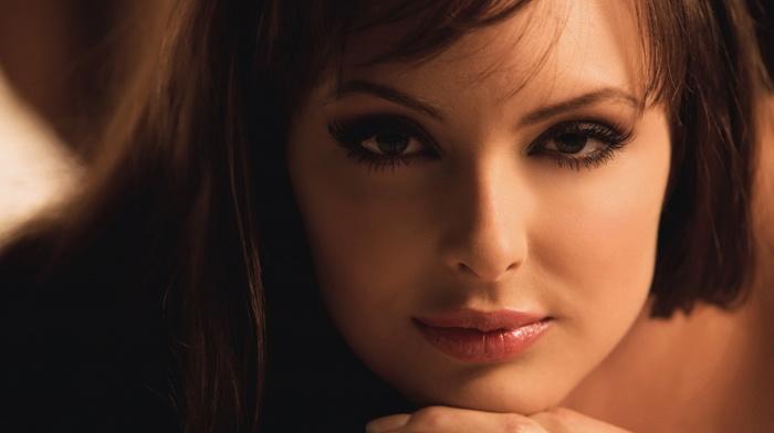 красивый взгляд девушки-фото