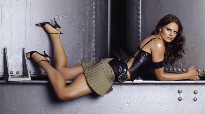 ноги, юбка, знаменитость, высокие каблуки, брюнетка, девушка