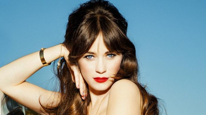 брюнетка, голубые глаза, актриса