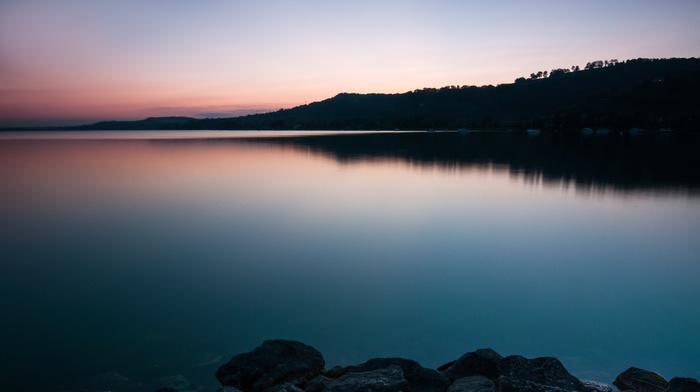 вечер, вода, берег, Швейцария, закат, гладь, небо, деревья, камни, озеро, природа