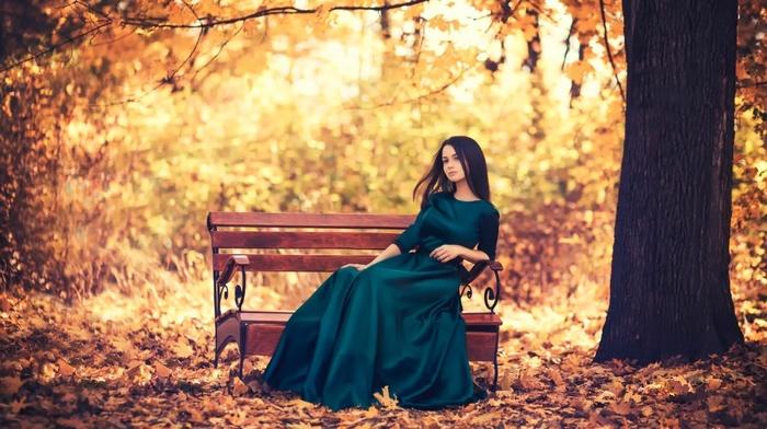 Брюнетки осенью фото