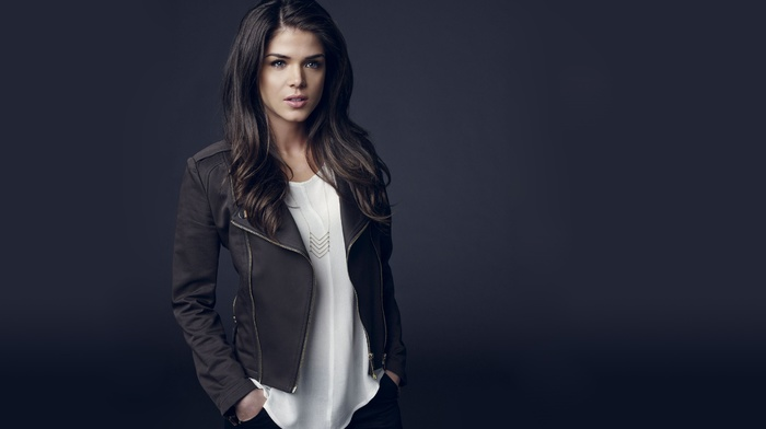 Marie Avgeropoulos, jacket, blue background, brunette, model