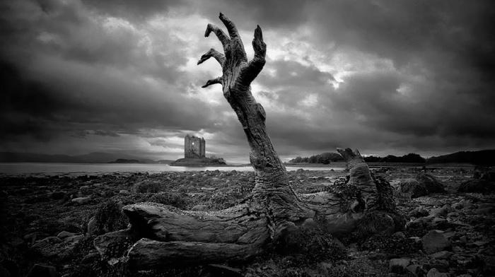 небо, руины