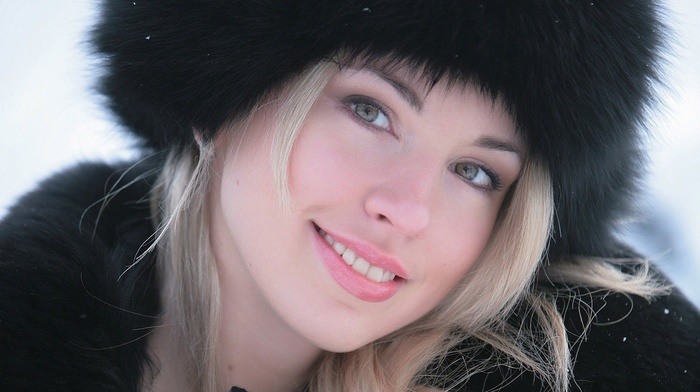 funny hats, blonde, girl, green eyes