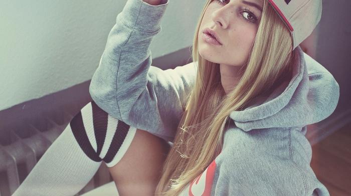 блондинка, носки