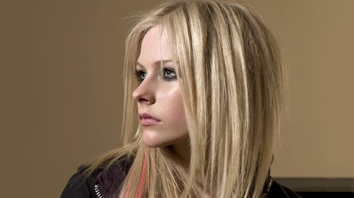 girl, face, smoky eyes, blonde, Avril Lavigne, looking away, blue eyes, long hair