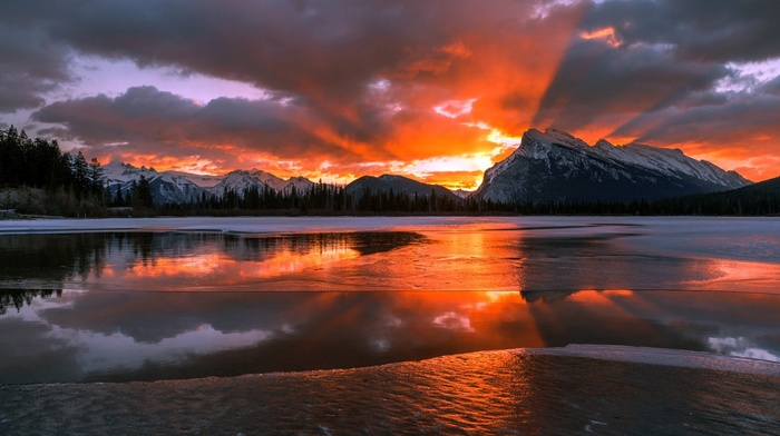 nature, snowy peak, Sun, frozen lake, forest, ice, winter, sunset, water, mountain, pine trees, snow, Canada, clouds, lake, Alberta, trees, landscape, reflection