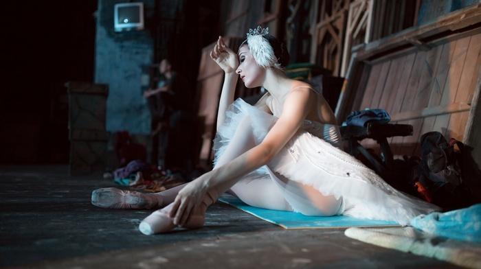 model, rest, bare shoulders, sitting, brunette, ballerina, girl, long hair, feathers, men, wood, white dress, on the floor