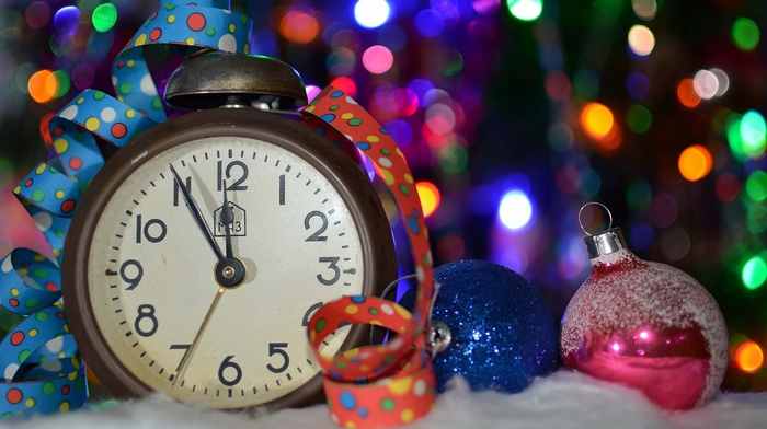 Christmas ornaments, bokeh, winter, clocks, depth of field, colorful, snow, ribbon, lights, Christmas
