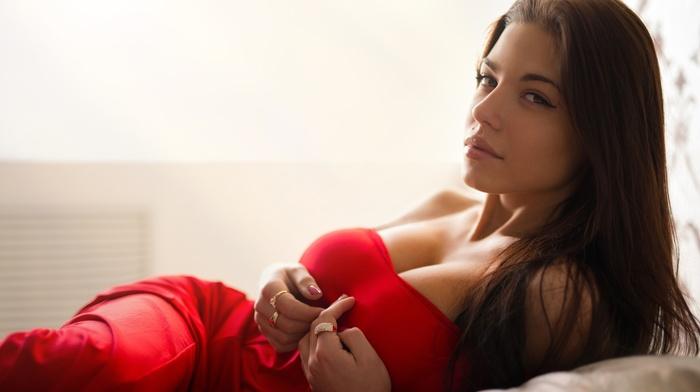 no bra, juicy lips, big boobs, girl, brown eyes, cleavage, red dress, bare shoulders, brunette