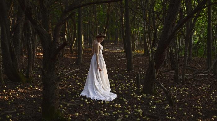 girl outdoors, apples, girl, model