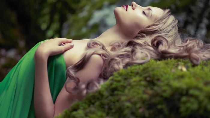 dress, blonde, closed eyes, girl, curly hair, girl outdoors, nature, green dress, bare shoulders, makeup, depth of field, long hair