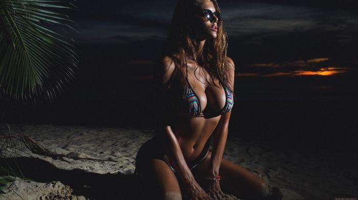 Aleksandr Mavrin, boobs, beach