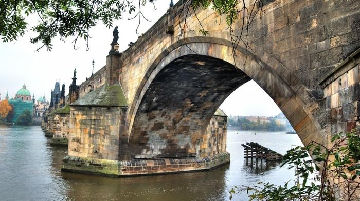 cathedral, sculpture, bricks, leaves, Charles Bridge, river, trees, bridge, statue, Czech Republic, architecture, Prague, old bridge