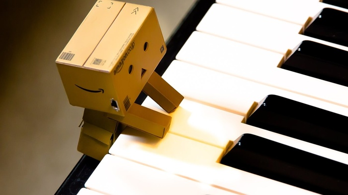 Danbo, Amazon, piano