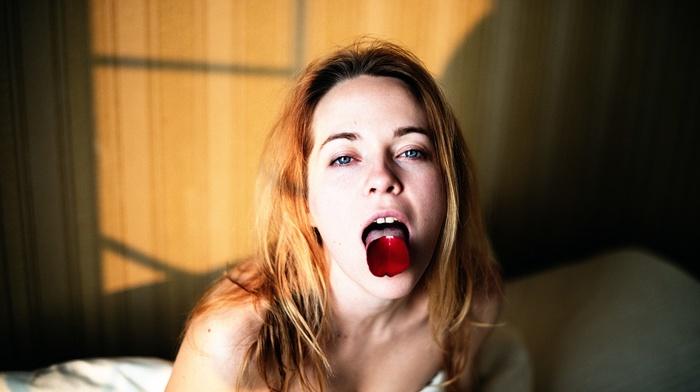 model, tongues, flowers, girl