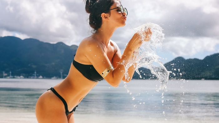 David Olkarny, glasses, girl outdoors, bikini, Aurela Skandaj, sea, girl with shades, girl with glasses, side view, brunette, water, model, girl, black bikinis, ass, water drops, sunglasses