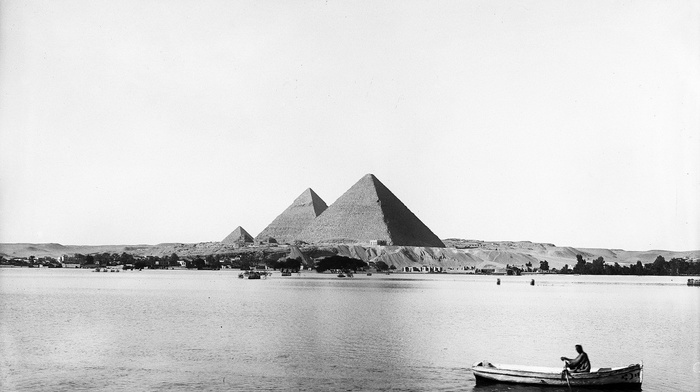 history, building, landscape, water, men, trees, Pyramids of Giza, river, architecture, hills, boat, old photos, desert, monochrome, egypt, nature, pyramid, flood, Nile