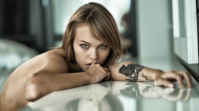 portrait, bare shoulders, Igor Petrovnin, blonde, girl, nude, blue eyes, Anastasia Scheglova, tattoo, depth of field