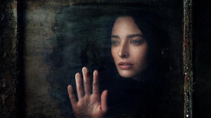 face, hands, girl