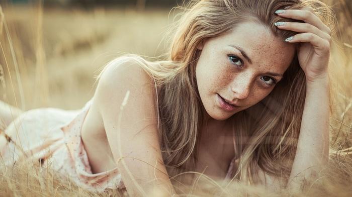 girl outdoors, freckles, looking at viewer, Olga Kobzar, girl, lying down, field