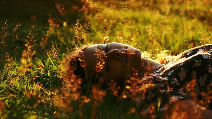 girl outdoors, depth of field, face, girl, lying down, grass, bokeh, closed eyes