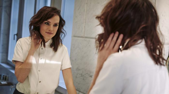 celebrity, actress, Daisy Ridley, reflection, brunette, mirror, girl