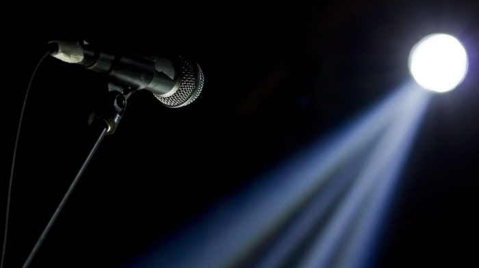 lens flare, wire, depth of field, stages, black background, lights, minimalism, microphone