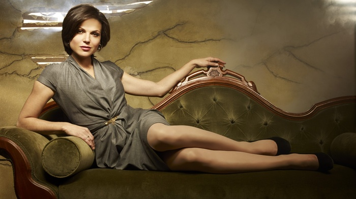 girl, brown eyes, Lana Parrilla, legs, couch, brunette, green