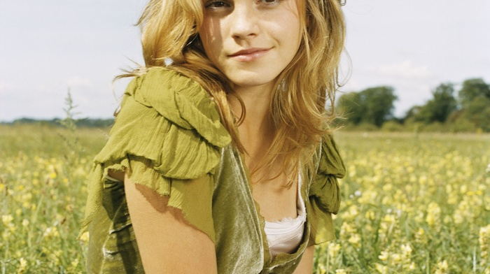 smiling, long hair, field, Emma Watson, blonde, flowers, girl outdoors, actress, portrait display, nature, girl, grass, looking at viewer, fashion