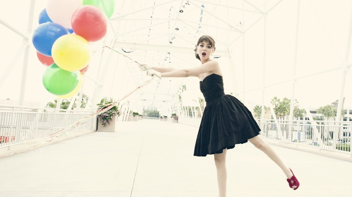 victoria justice, black dress, balloon, girl