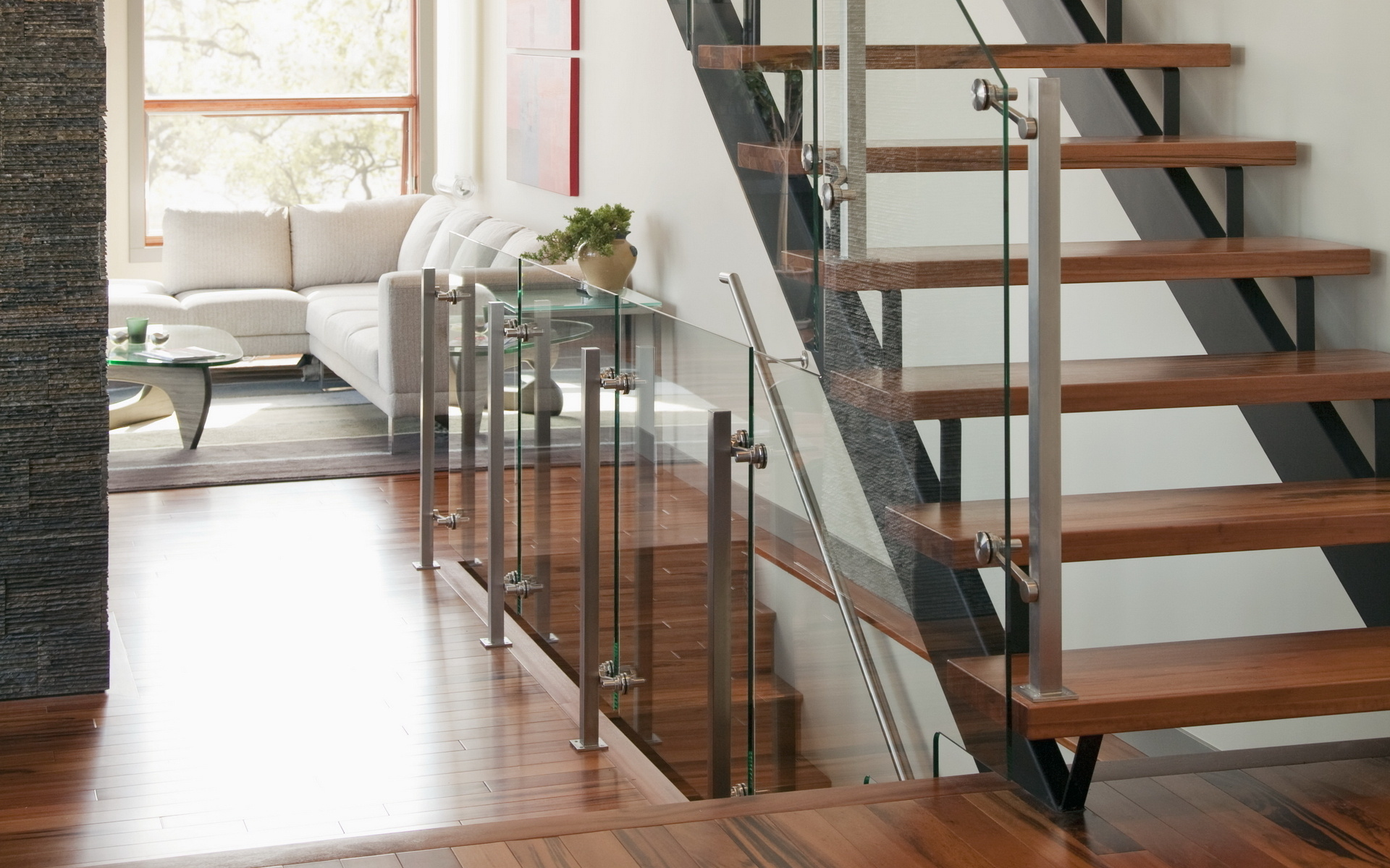 Комната с лестницей фото