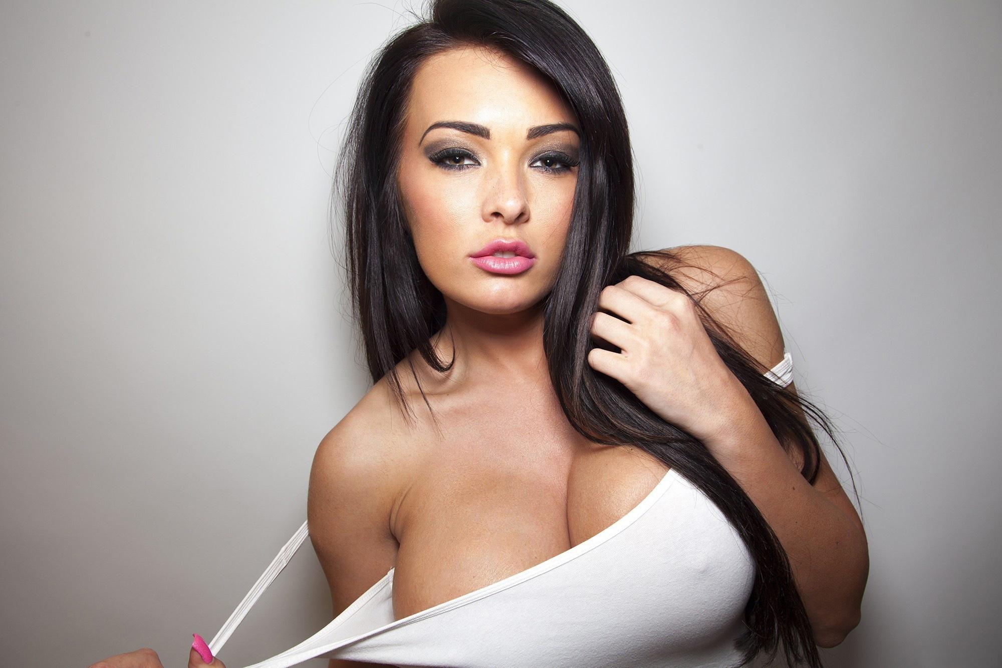 svyazali-yaichki-parnya-porno