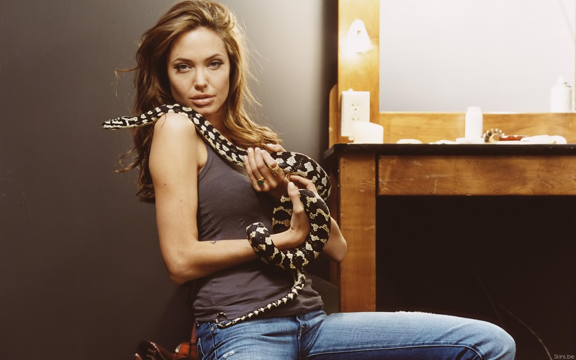 Смотреть женщин со змеями 21 фотография