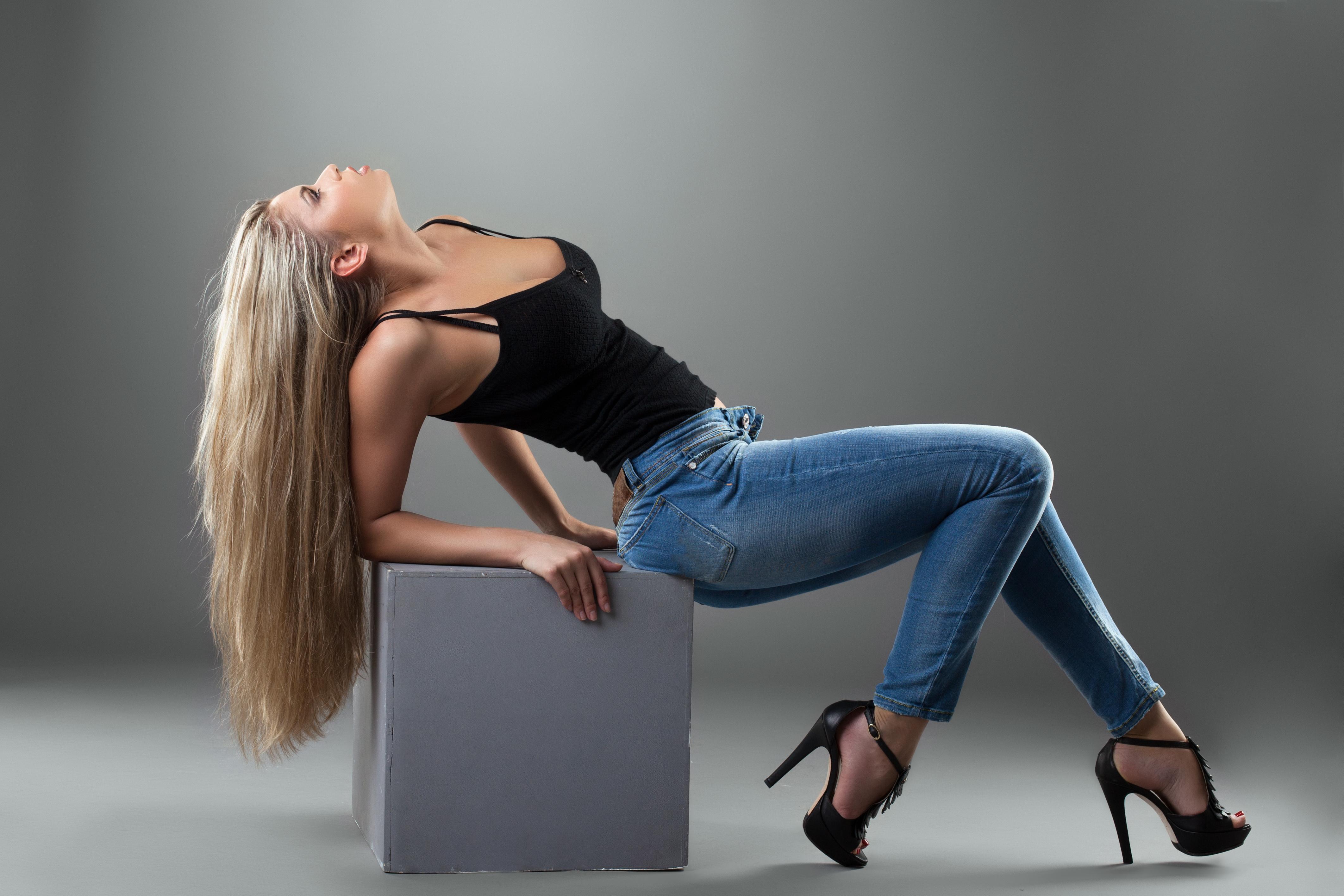 Фото красивых девушек блондинки на красивых каблуков 19 фотография