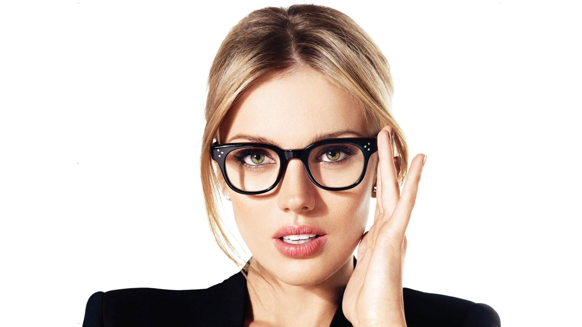 Женщина в очках 18 фотография