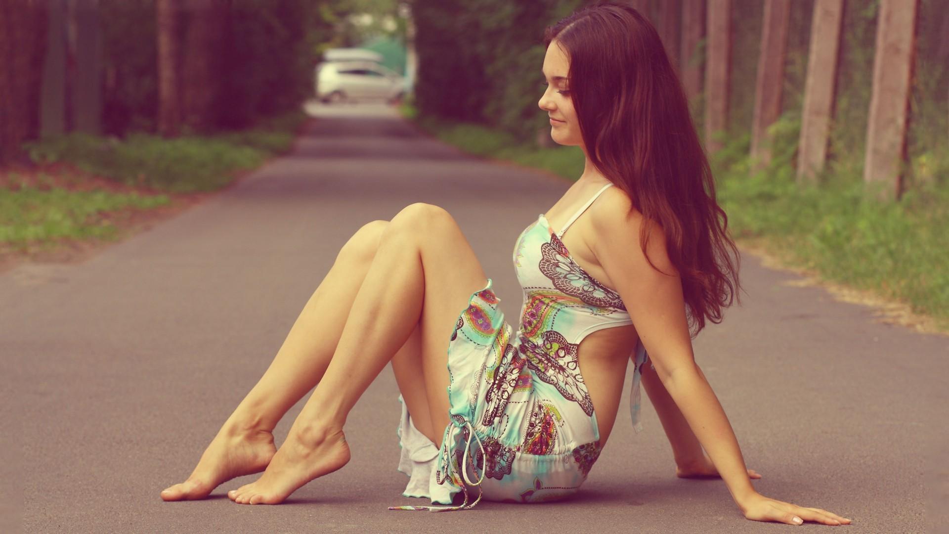 Что у девушек под платьем у сидящих девушек 22 фотография