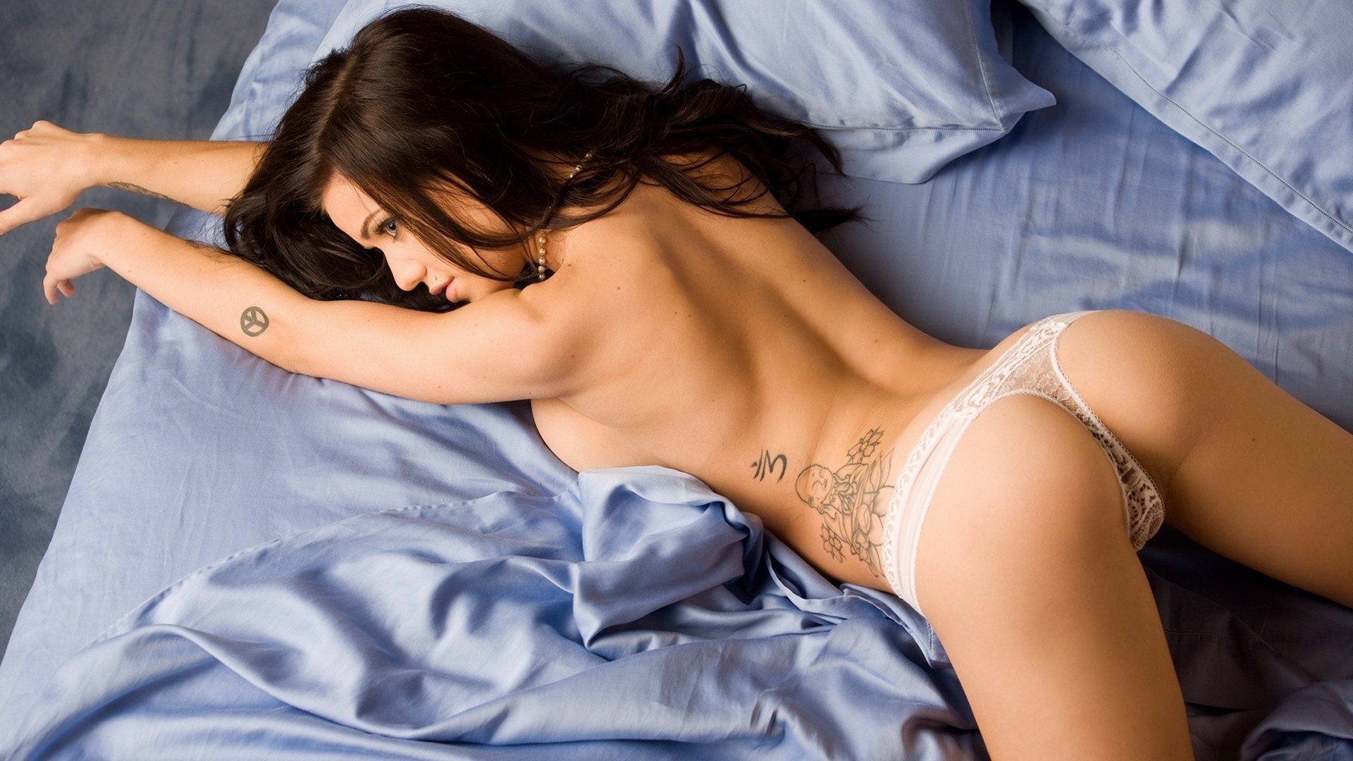 foto-devushek-v-seksualnih-trusikah