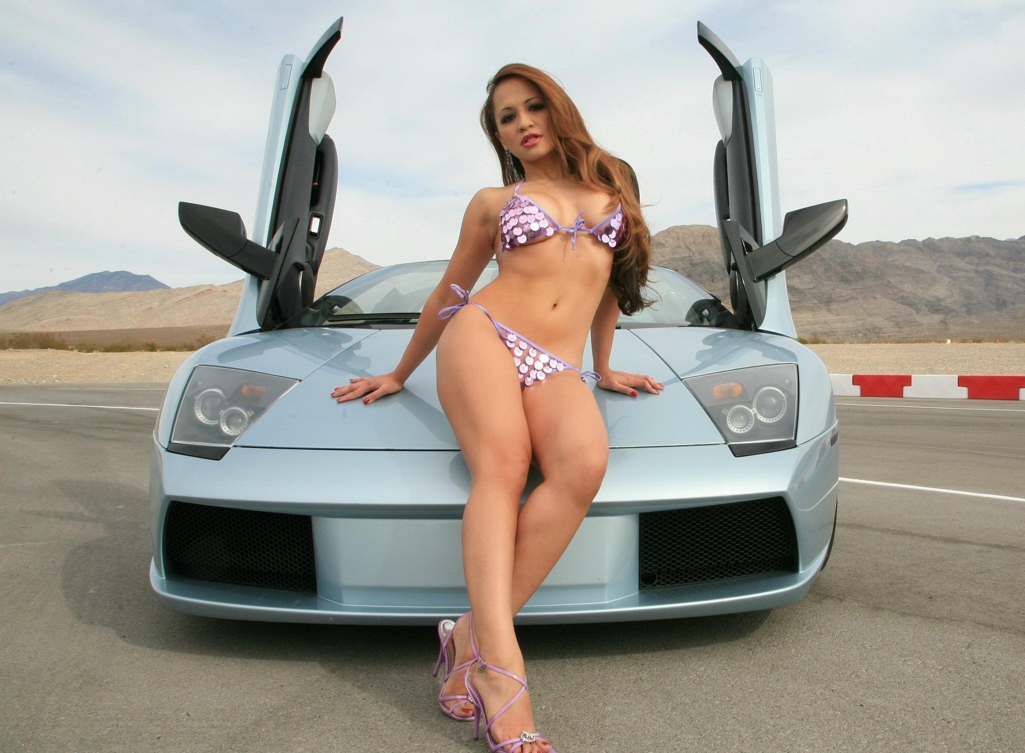 Эро девушки и авто с большой грудью — img 11