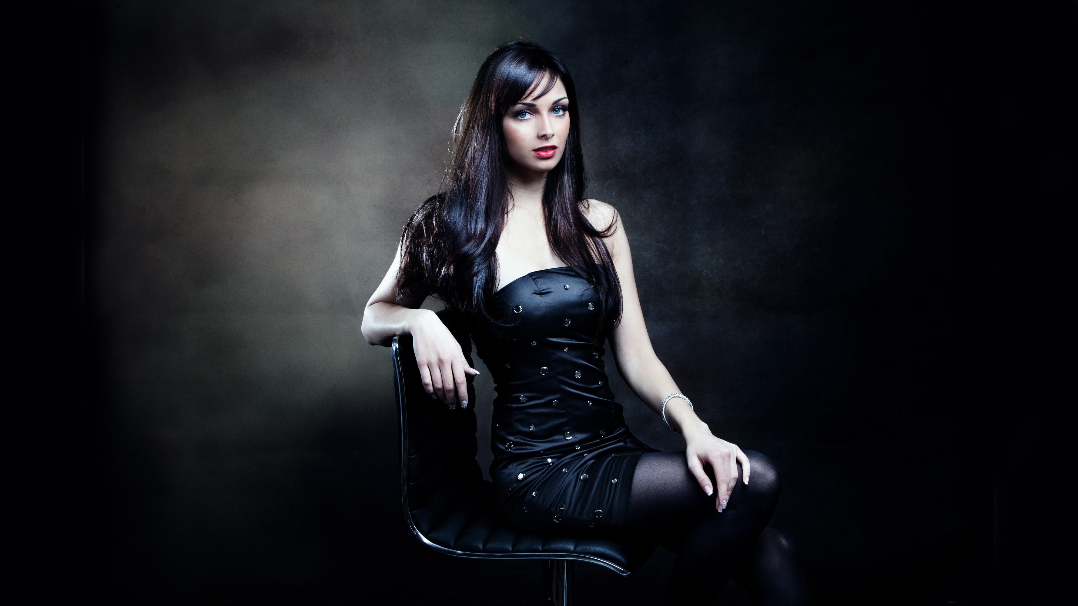 Фото девушки в черном платье 21 фотография