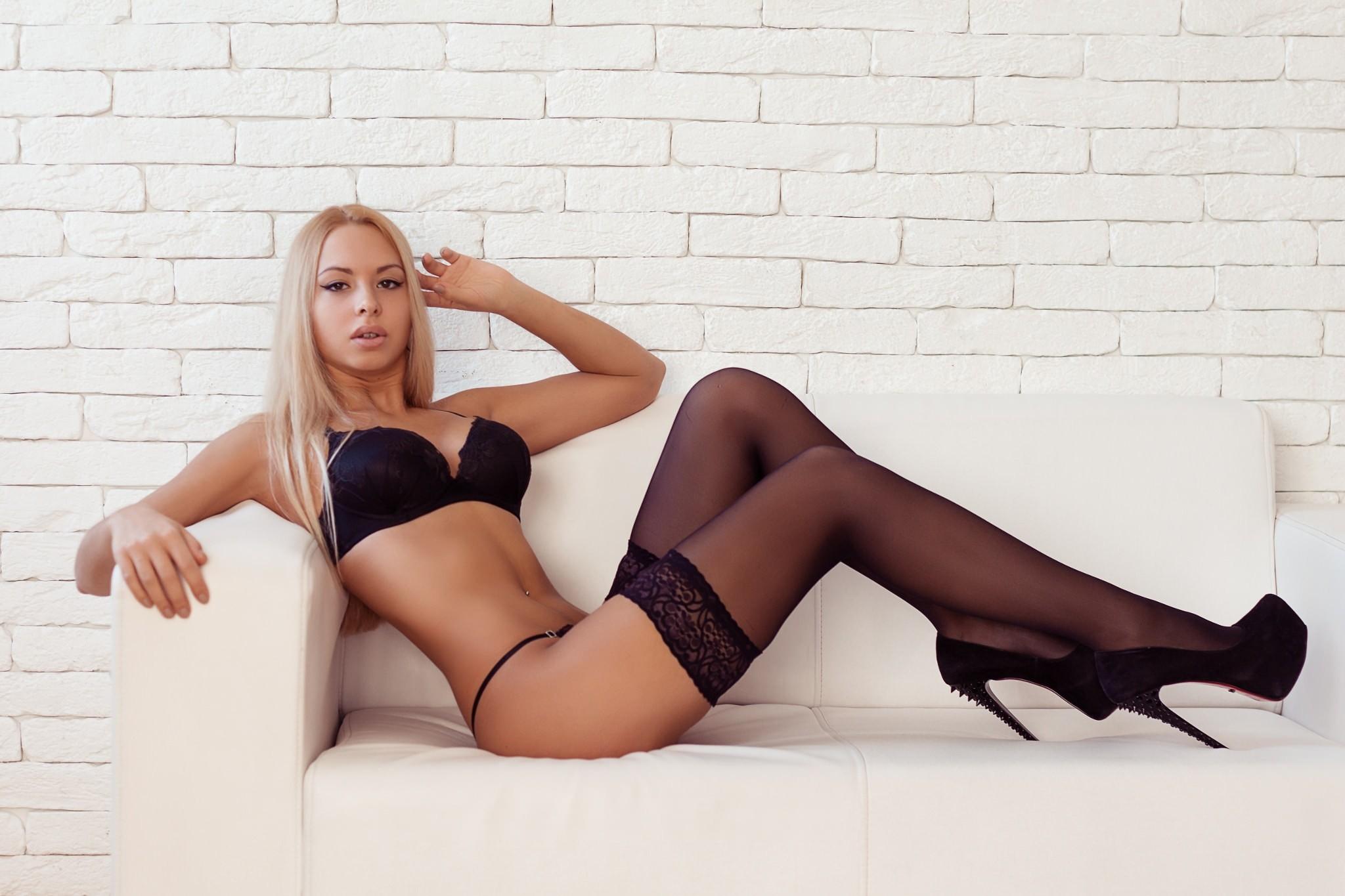 Walls Pierced Navel High Heels Blonde Sitting Curvy