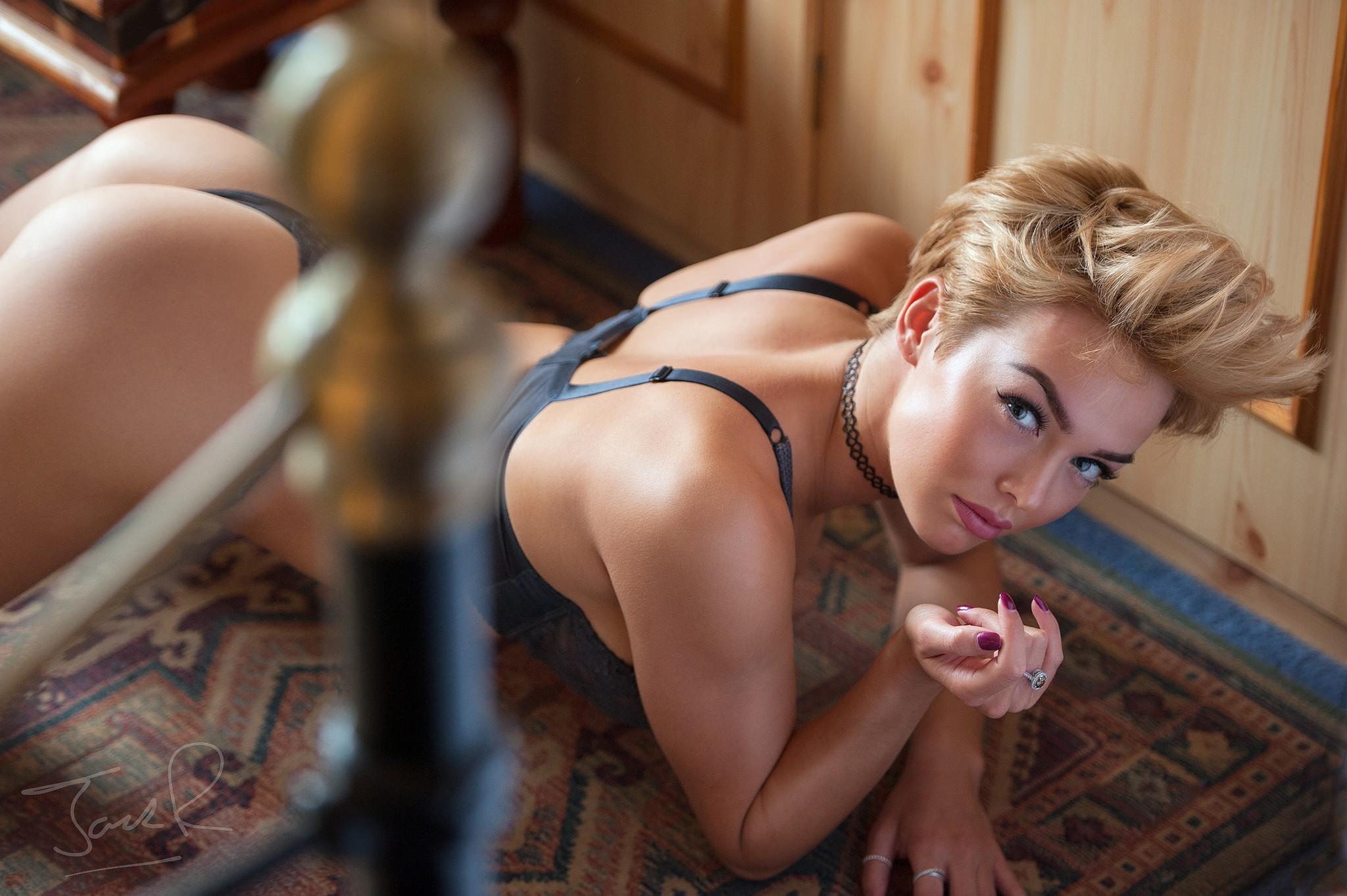rosie robinson, on the floor, blonde, looking at viewer, jack