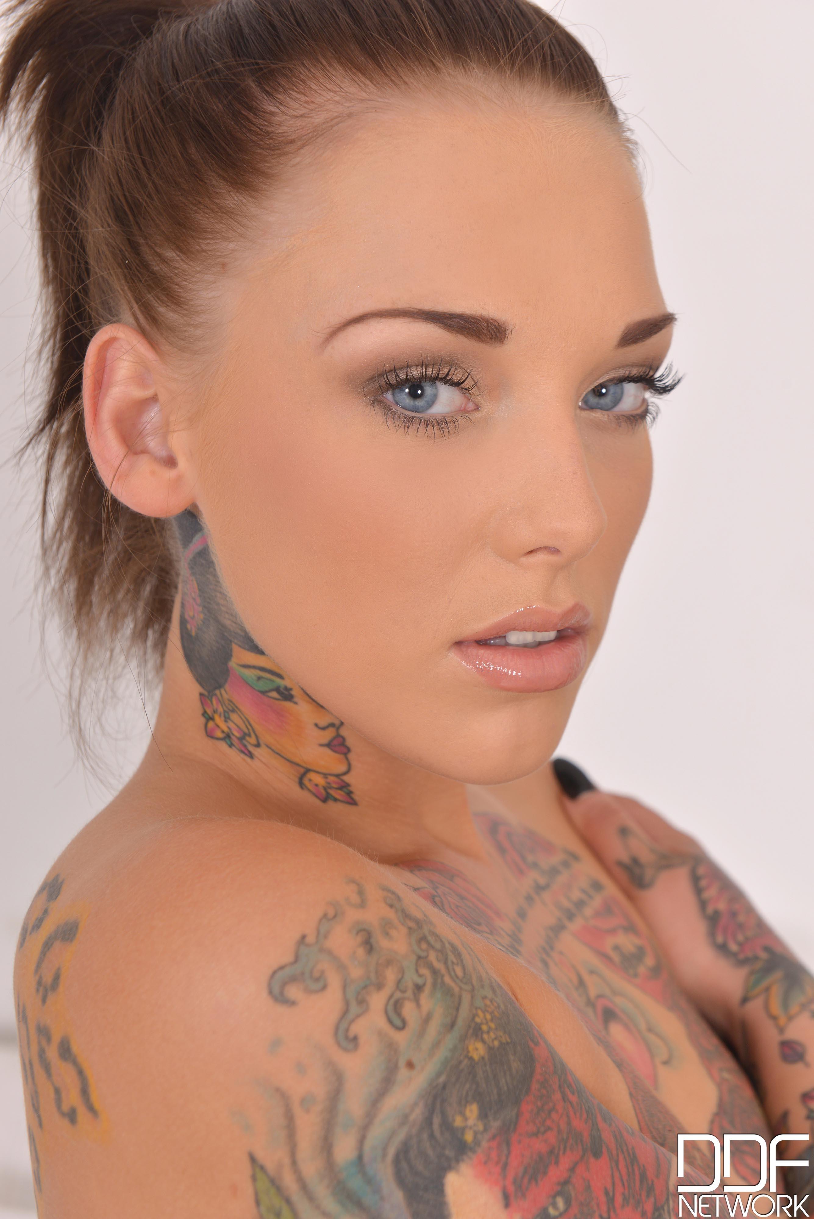 topless, DDF Network Magazine, Lauren C, Lauren Brock