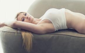 Models, лежит, обои девушки, Sexy girls, футболка, джинсы