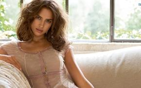 Irina Shayk, брюнетка, блузки, сидя, диван