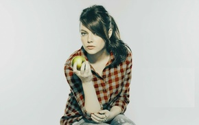 Emma Stone, apples, actress, girl, looking at viewer, blue eyes