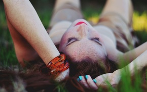 глубина резкости, девушка, браслеты, веснушки
