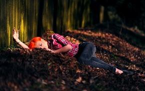 девушки на открытом воздухе, рыжие, оранжевые волосы, лежа, девушка