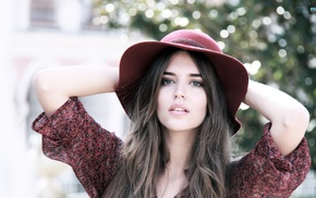 Clara Alonso, brunette